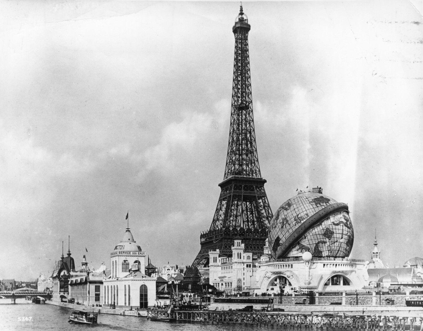 Айфеловата кула и Небесният глобус.