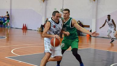 Важното е сърцето да го иска: Баскетболист играе в българското първенство дни, преди да навърши 50 г.