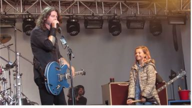 Дейв Грол посвети новата песен на Foo FIghters на дъщеря си