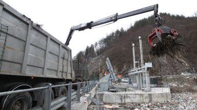 """Започна чистенето на """"плаващите"""" боклуци край ВЕЦ Своге"""