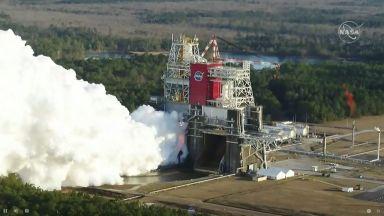 НАСА изпробва двигателите на ракетата-носител за полет до Луната