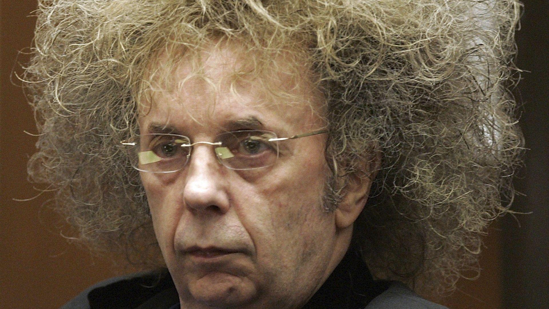 """Легендарен продуцент на """"Бийтълс"""" почина в затвора"""