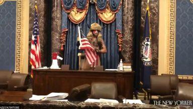 Показаха неизлъчвани кадри от щурма на Капитолия отвътре (видео)