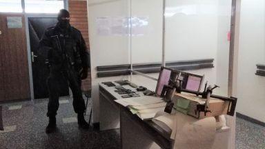 Разбиха престъпна група, продавала фалшиви документи, участвал е и полицай