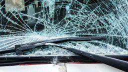 Шофьор загина при сблъсък с ТИР, пътят София-Варна е затворен