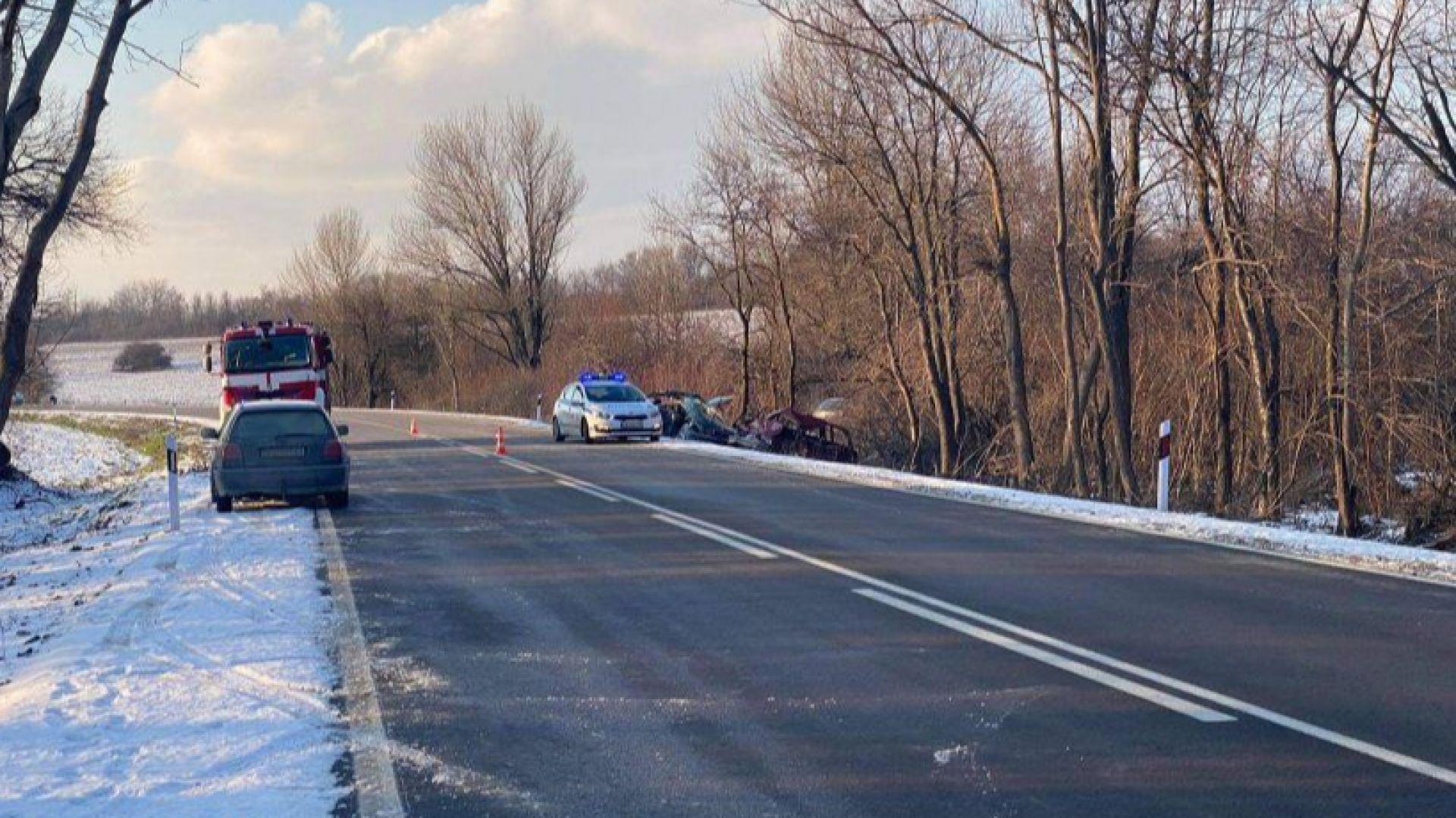 Почина и 19-годишният шофьор от челния сблъсък край Павликени