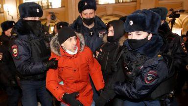 Съдът остави Навални за 30 дни в ареста, той призова за улични протести