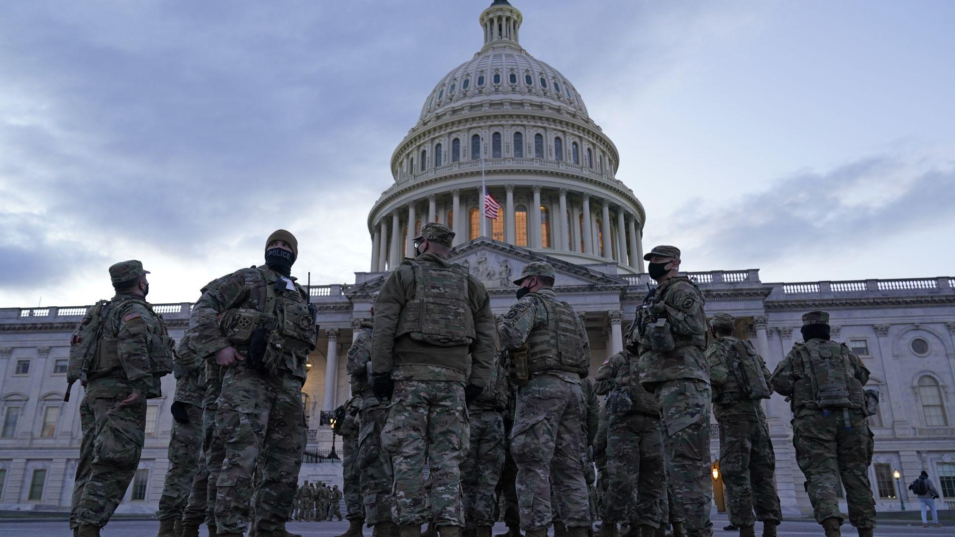 Последен ден на Тръмп в Белия дом: Центърът на Вашингтон прилича на военен лагер (снимки)