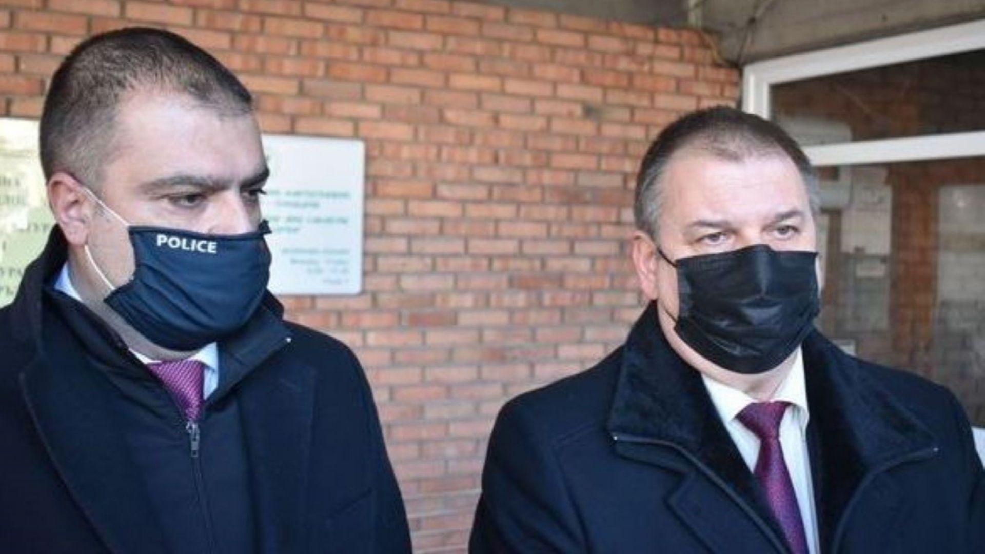 Арестуваният полицай набавял лични данни за фалшивите документи