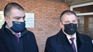 Арестуваха полицай за издаване на фалшиви документи