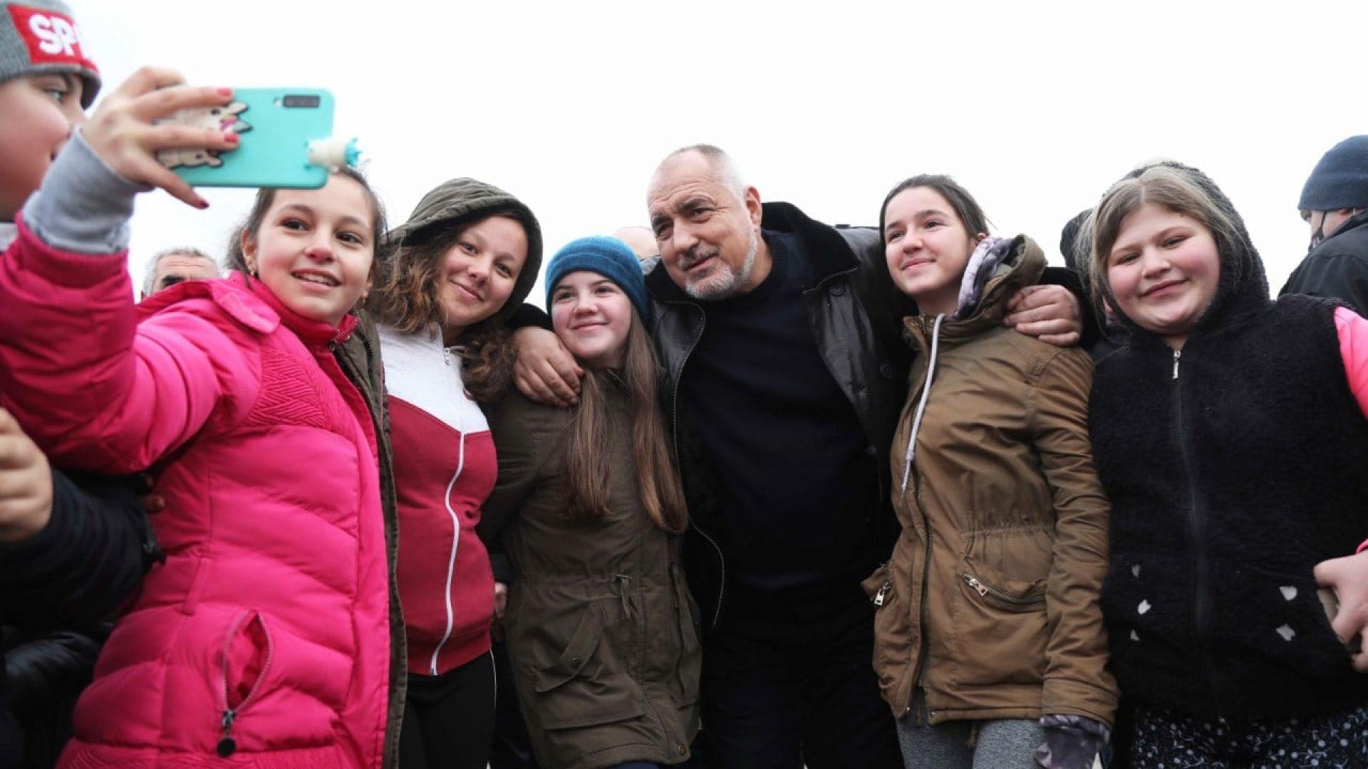 """Румен Петков припомни снимки и обвини премиера, че """"се гаври със здравния министър"""""""