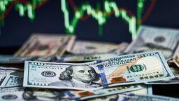В разгара на събитията в САЩ очакванията са за по-слаб долар