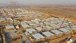 Китай строи гигантски карантинен център в провинция Хъбей (снимки)