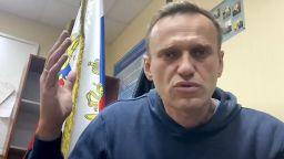 Навални се намира в печално известен московски затвор, сам в триместна килия