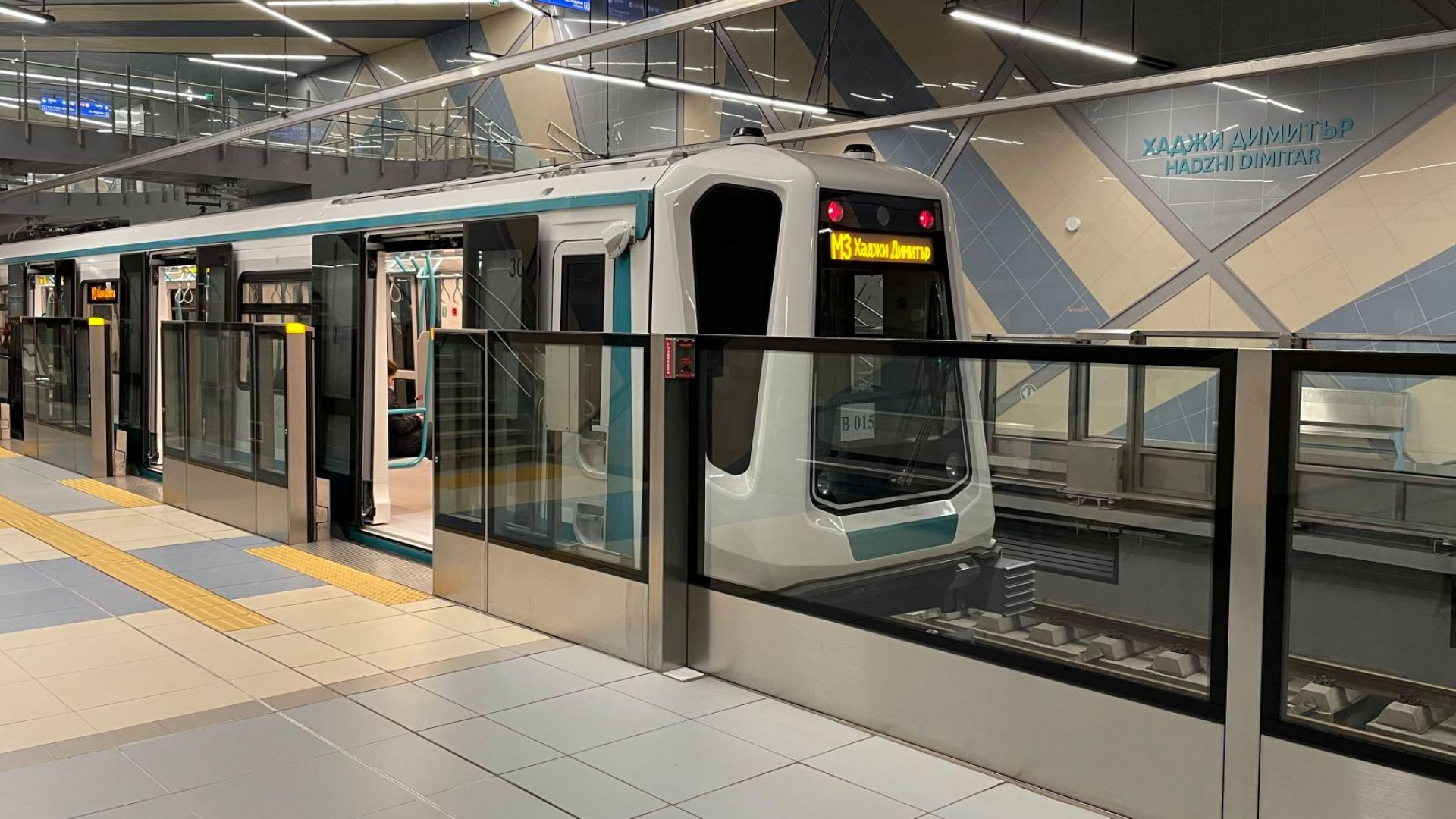 Деформира се участък от релсовия път на третия лъч на метрото