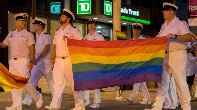 Екипът на Байдън връща трансджендърите в американската армия