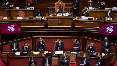 Италианското правителство оцеля