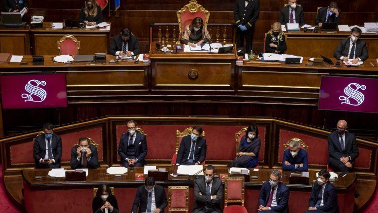 Италианският премиер Джузепе Конте спечели вчера вот на доверие в