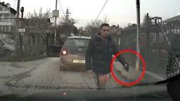 Мъж размаха пистолет пред младежи, шофирали зад него край Варна, в ареста е (видео)