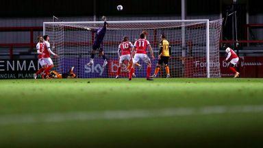 Уникален гол в Англия, вратар вкара директно от аут