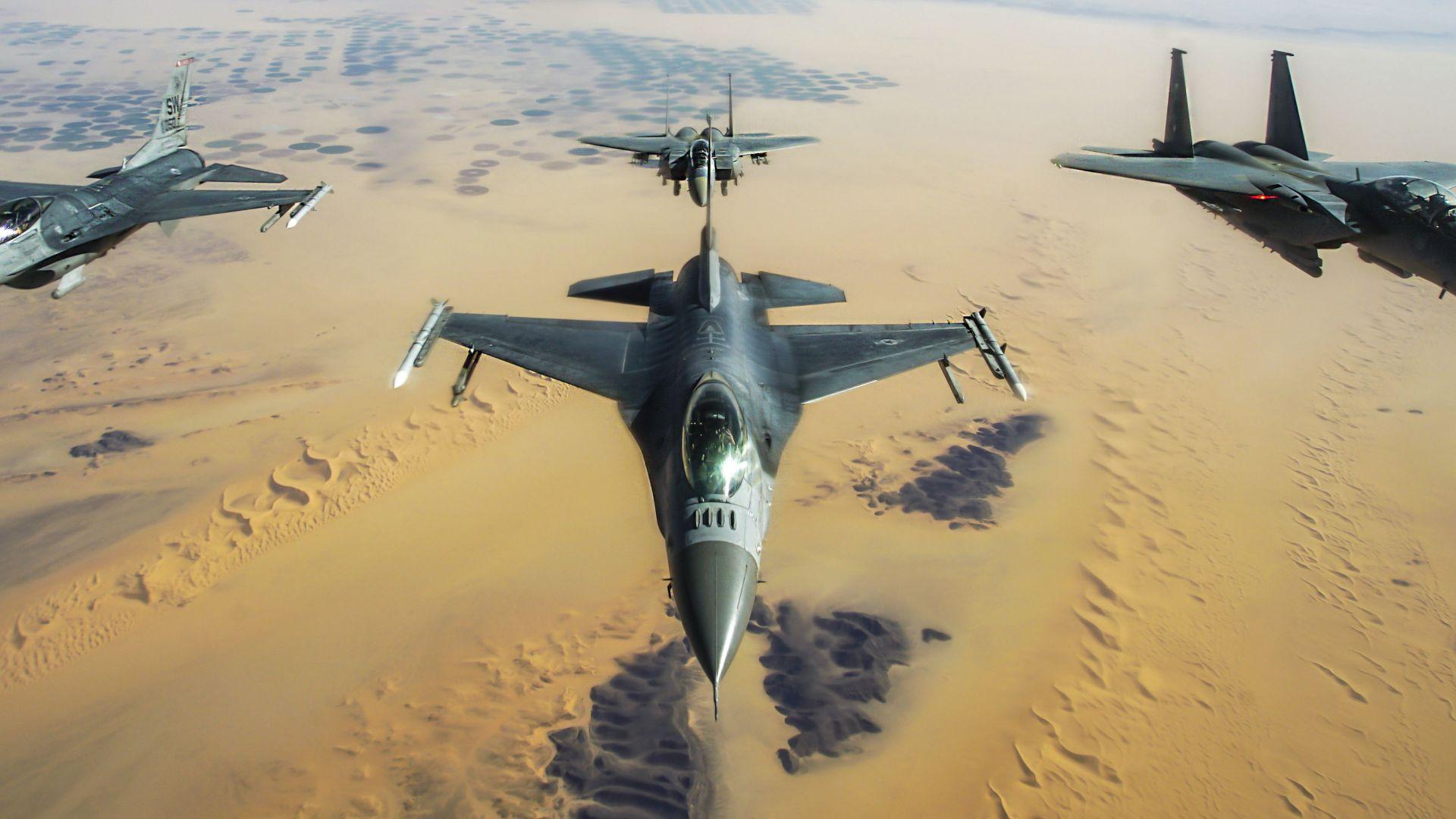 """Военно учение:  МиГ-29 и F-16 прихващат транспортен самолет """"Спартан"""""""