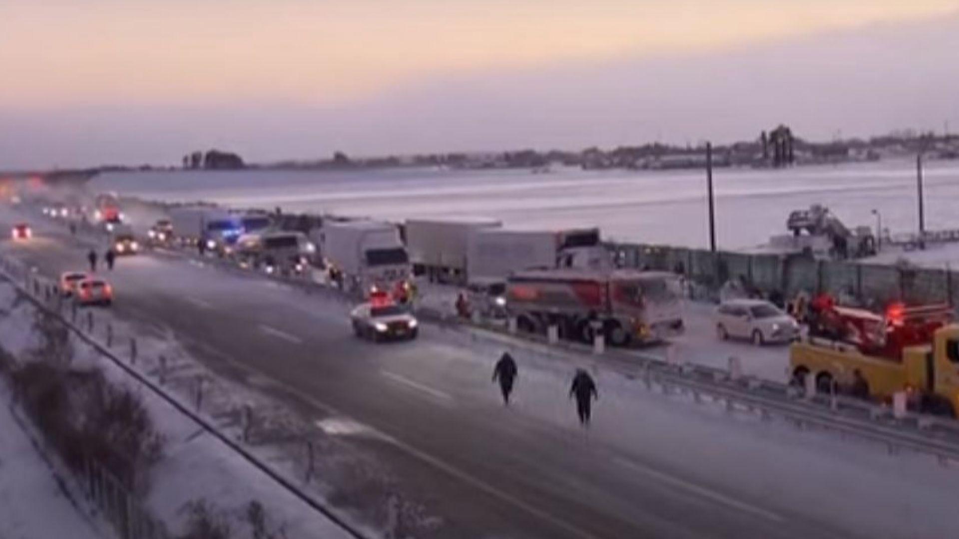 Верижна катастрофа с над 130 автомобила в Япония, има загинал (видео)
