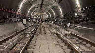 Започна демонтиране на релсите в 30-метров участък на метрото