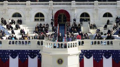 Смяната на платната в Белия дом: Проследихте на живо с Dir.bg (видео/снимки)