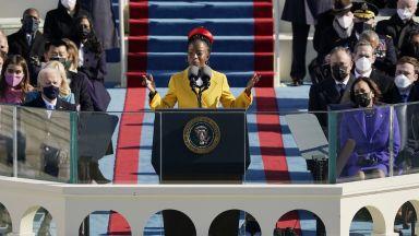 Млада поетеса стана новата звезда на Америка