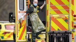 Британски болници заприличаха на военна зона