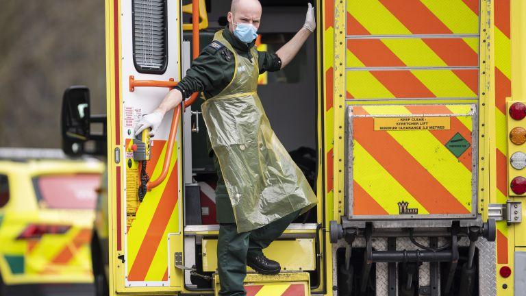 Някои британски болници приличат на военна зона, а лекарите се
