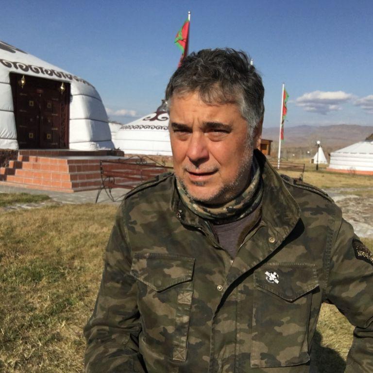Алек Попов на 55: Самоиронията е за предпочитане пред самоомразата