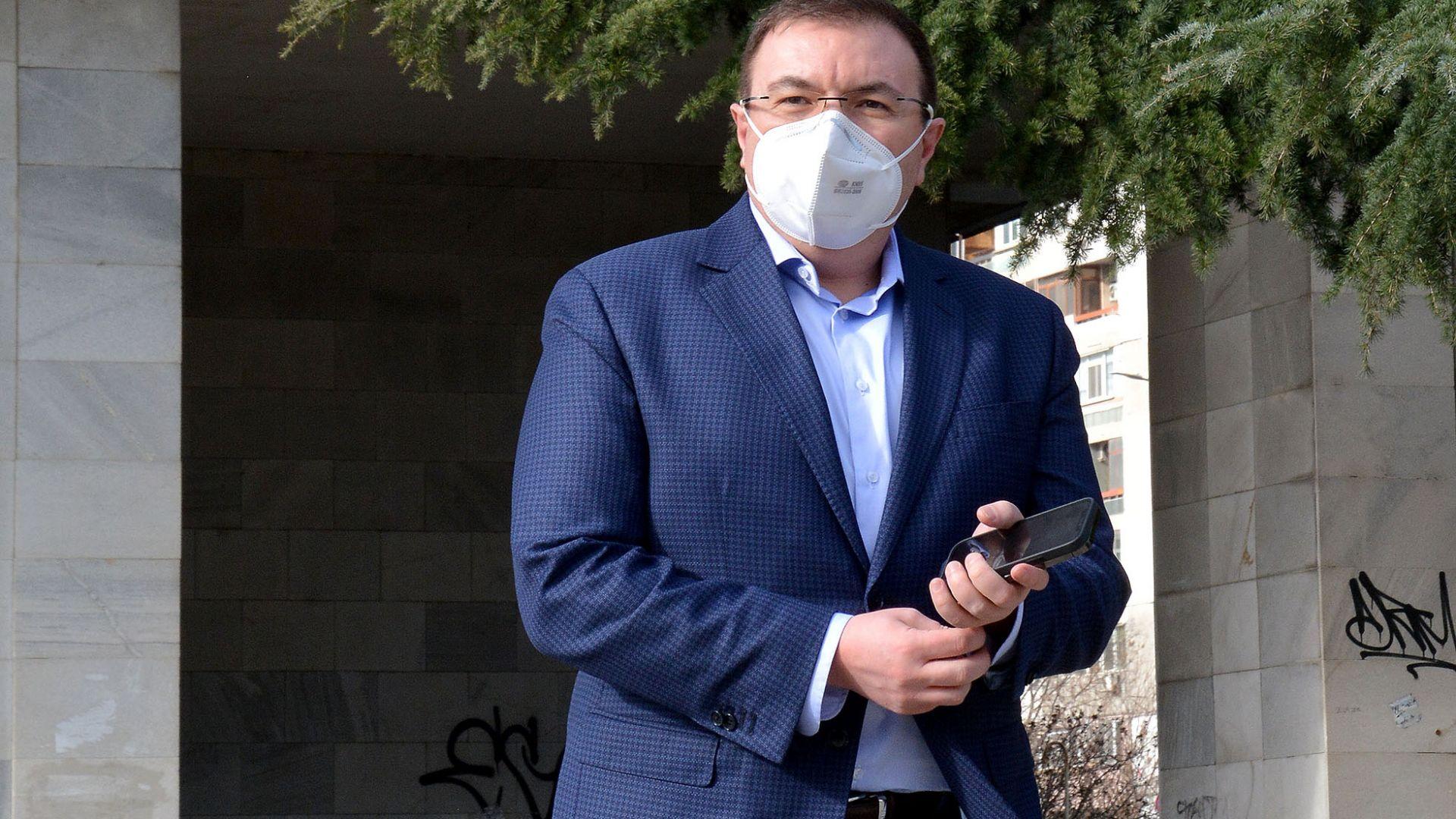 Проф. Ангелов: При 65% имунизирани махаме маските (видео)