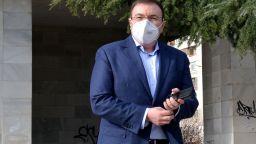 Здравният министър: Обсъждаме разхлабването и на други мерки