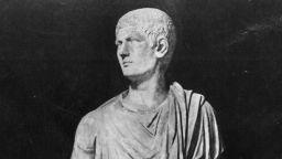 Жестоката лудост на Калигула - вълнуващо изкушение за литературата и изкуствата