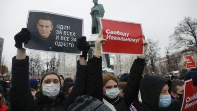 Москва почерня от протестиращи, арестуваха съпругата на Навални, демонстрации и у нас (снимки видео)