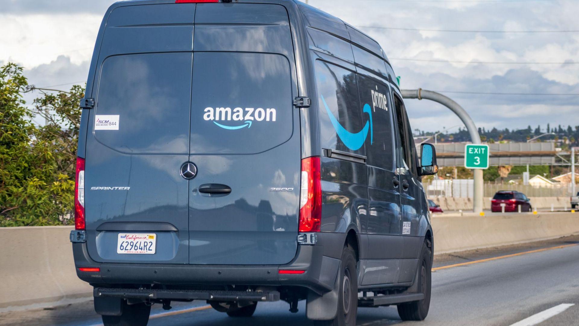 В извинение Amazon призна, че някои шофьори трябва да уринират в бутилки