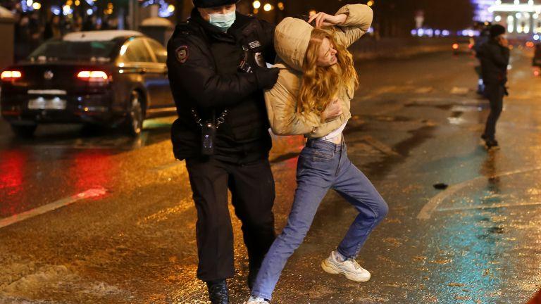 Всички непълнолетни, които бяха задържани вчера при неразрешените протести в
