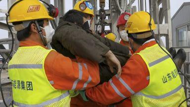 Спасиха 7 миньори, затрупани в златна мина преди 14 дни (снимки и видео)