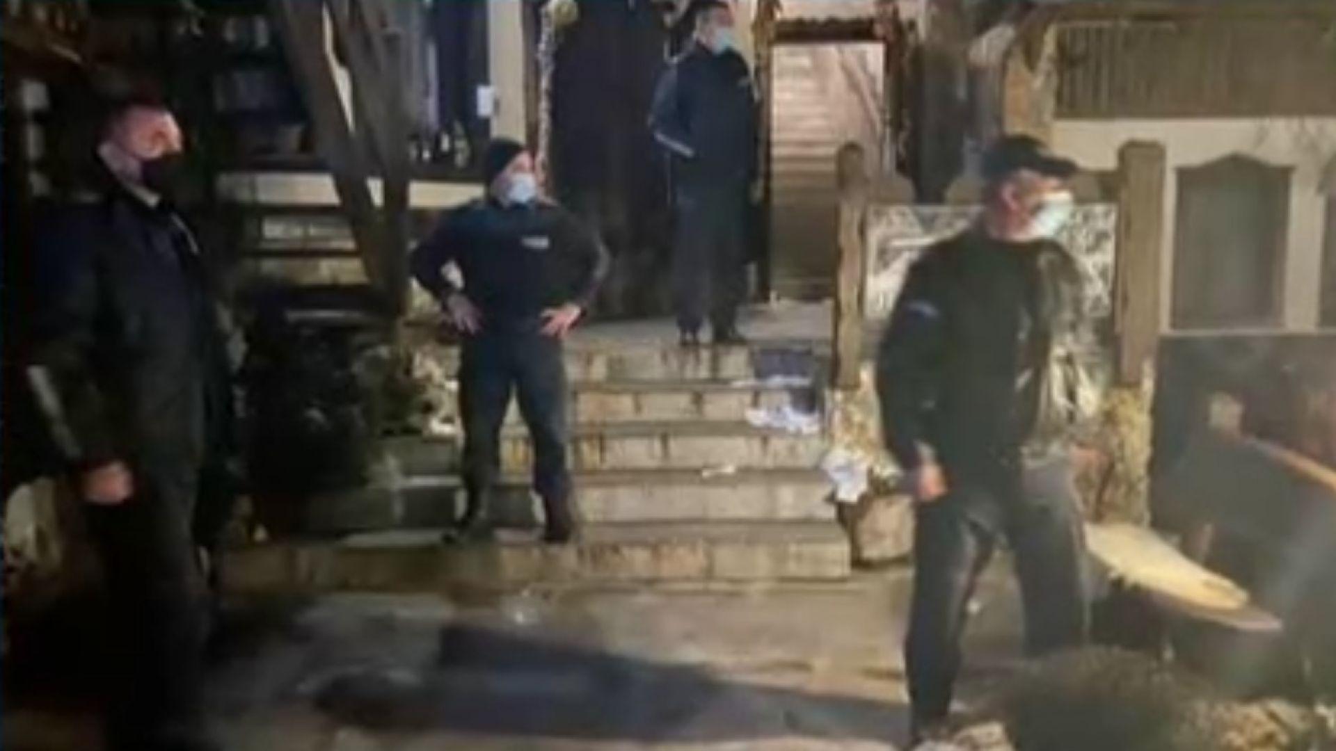Полиция прекъсна парти с над 100 души в комплекс край Поморие (видео)