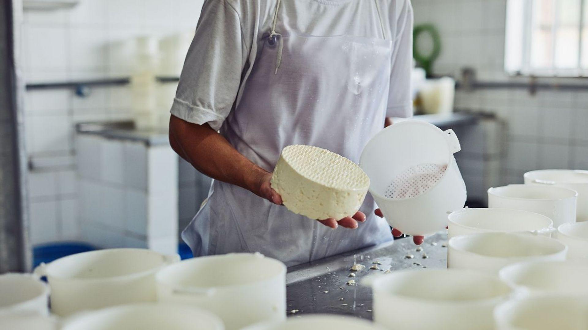 Сиренето с над 60% вода ще се продава само в опаковка