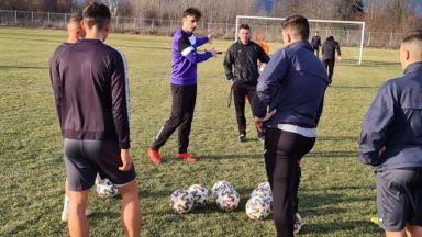Треньорът Бербатов официално започна работа в Етър (Снимки и видео)