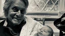 Майкъл Дъглас: първа среща с едномесечния му внук