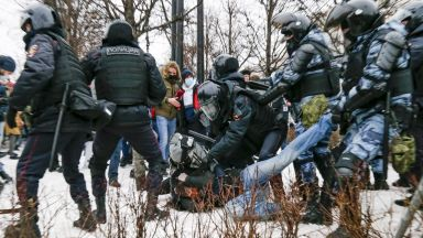 ЕС изпраща топ дипломат на мисия в Москва: Свобода за Навални или наказания
