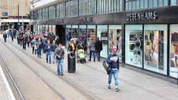 Boohoo купува Debenhams и закрива 118-те му магазина