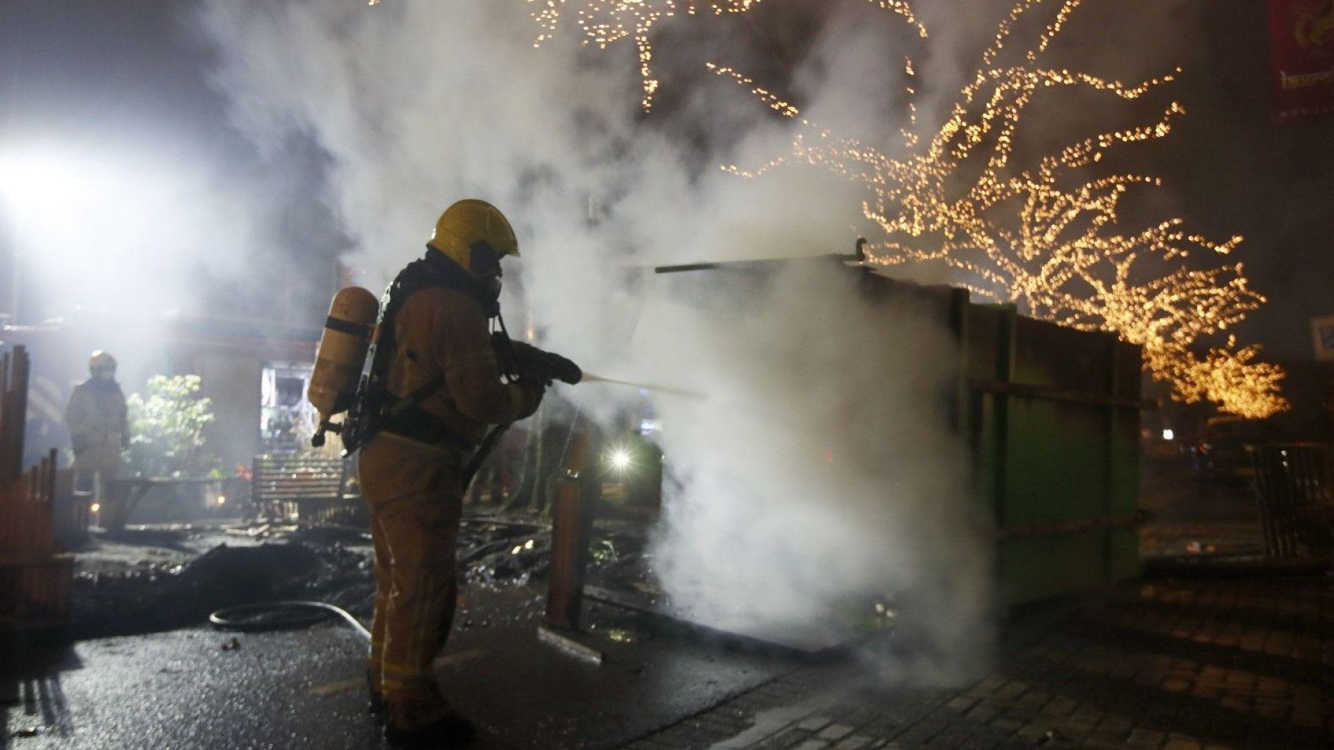 Поредна нощ на насилие в Нидерландия заради наложения вечерен час