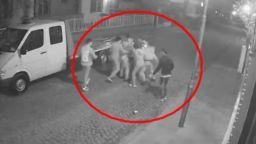 Група младежи пребиха мъж в Пловдив (видео)