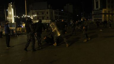 Осем души бяха ранени по време на протести срещу ограниченията в Ливан