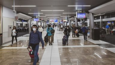 За кои чужди граждани остава забраната за влизане в САЩ?