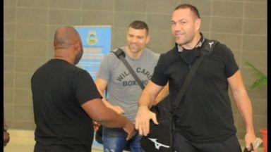 С усмивки и добро настроение, братя Пулеви пристигнаха в Танзания